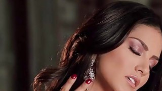 Sunny Leone offers a world class performance in this scene Thumbnail