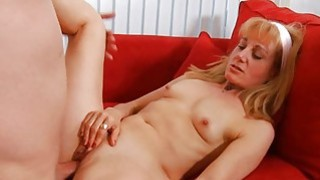 Older takes it deep in her slit to get orgasm