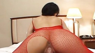 Asian bitch with a perfect ass riding him tremende