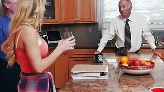 Hot teen Molly gets seduced by old guy who easily locates her g spot