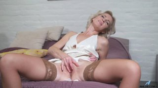 Sexy mature babe in stockings masturbates and suck a dick Thumbnail